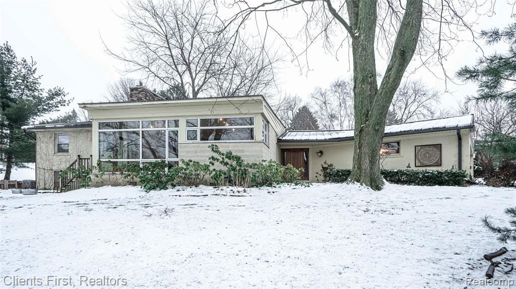 Photo for 164 W HICKORY GROVE RD, Bloomfield Hills, MI 48304-2117 (MLS # 40135691)