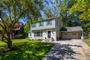 Photo of 801 Pemberton, Grosse Pointe Park, MI 48230 (MLS # 31384692)