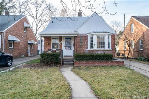 Photo of 624 S EDISON AVE, Royal Oak, MI 48067-4052 (MLS # 40137694)