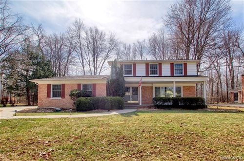 Photo of 21727 E VALLEY WOODS DR, Beverly Hills, MI 48025-2638 (MLS # 40180699)