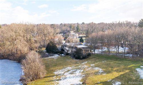 Photo of 4612 W MAPLE RD, Bloomfield Hills, MI 48301-1415 (MLS # 40137704)