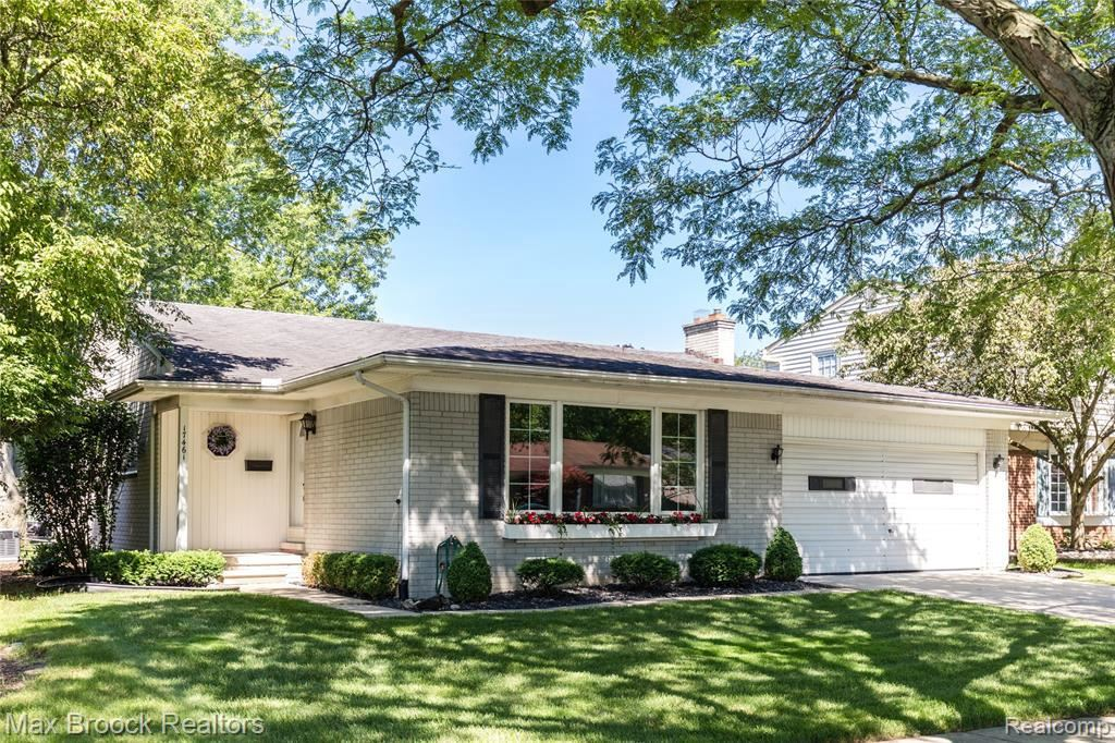 Photo for 17461 STAMWICH ST, Livonia, MI 48152-3425 (MLS # 21628705)