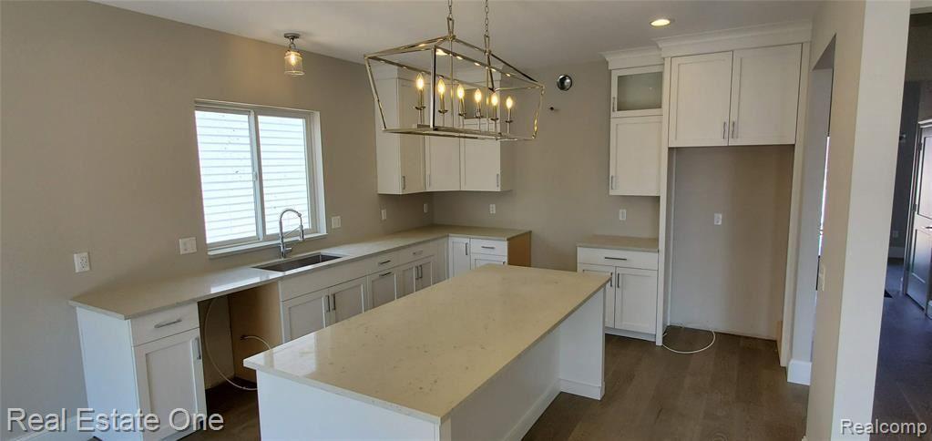 Photo of 279 W TIENKEN RD, Rochester Hills, MI 48306-4405 (MLS # 40026722)