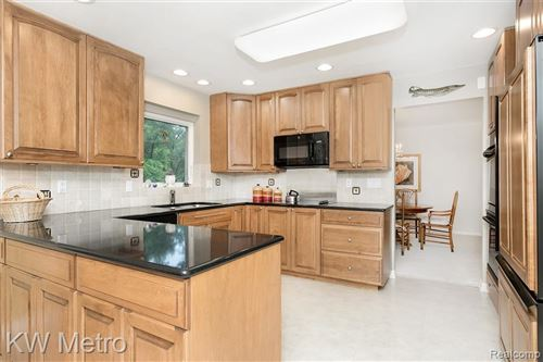 Tiny photo for 31338 OLD CANNON RD, Beverly Hills, MI 48025-4412 (MLS # 40197732)