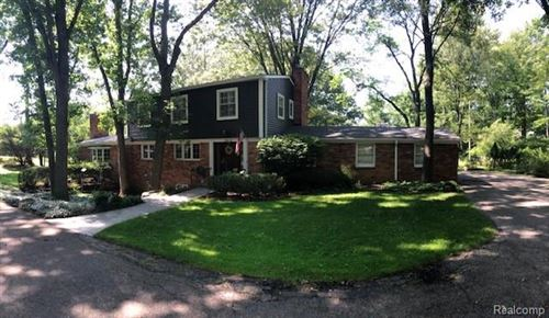 Photo of 7412 LINDENMERE DR, Bloomfield Township, MI 48301-3534 (MLS # 40207732)