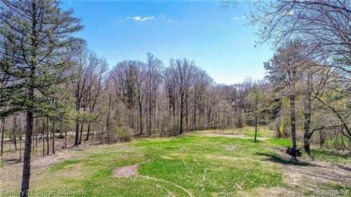 Photo of 200 W BIG BEAVER RD, Bloomfield Hills, MI 48304-3903 (MLS # 40073735)