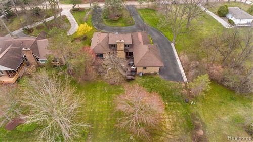 Photo of 5585 WING LAKE RD, Bloomfield Hills, MI 48301-1250 (MLS # 40148739)