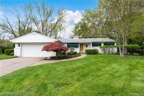 Photo of 5510 WESTWOOD LN, Bloomfield Hills, MI 48301-1245 (MLS # 40171739)