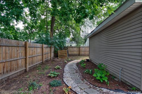 Tiny photo for 1385 FIELDING ST, Ferndale, MI 48220-2315 (MLS # 40098741)