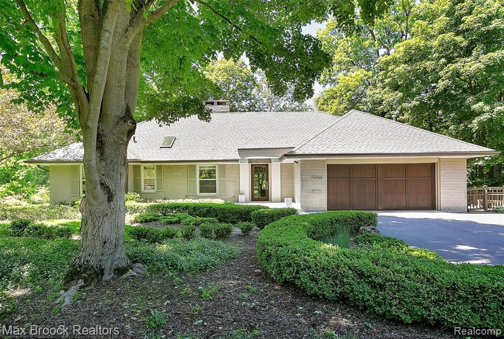 Photo for 19248 RIVERSIDE DR, Beverly Hills, MI 48025-2948 (MLS # 40066742)