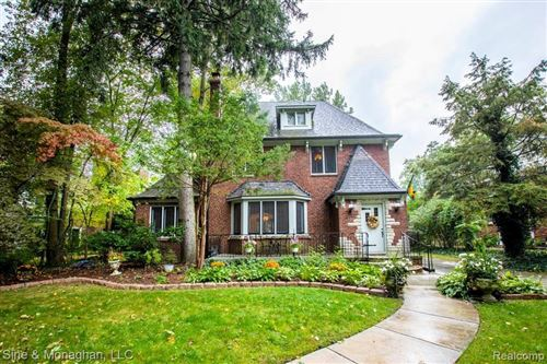 Photo of 205 MERRIWEATHER RD, Grosse Pointe Farms, MI 48236-3533 (MLS # 40108744)