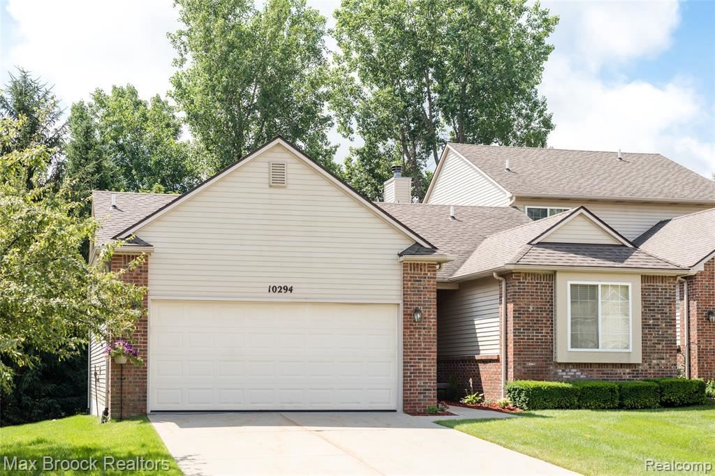Photo for 10294 NORTHVALLEY CRT, Hartland, MI 48353-2544 (MLS # 21628751)