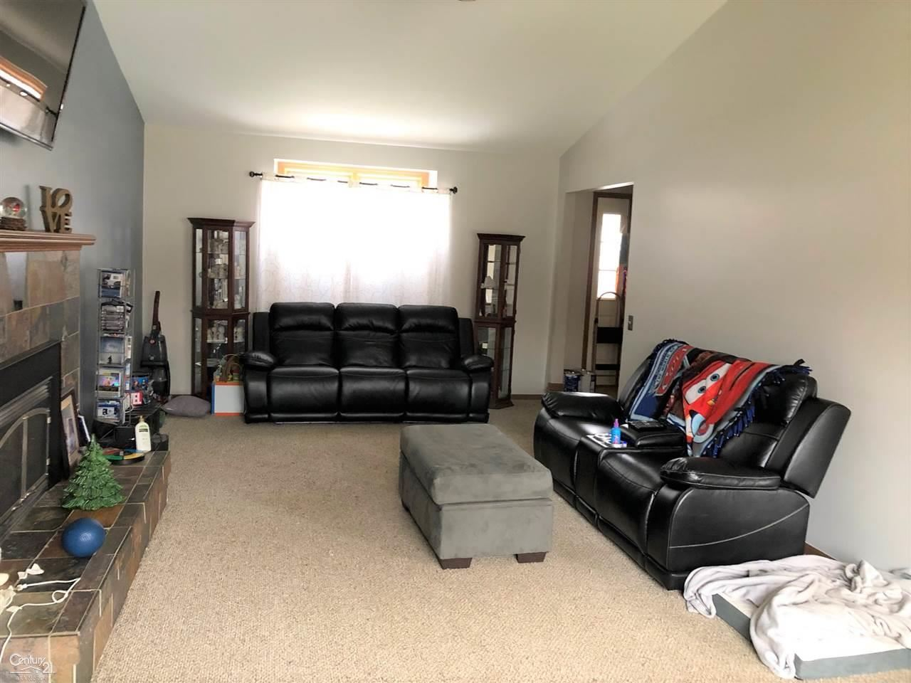 Photo of 14040 Pernell Dr, Sterling Heights, MI 48313-5447 (MLS # 50003751)