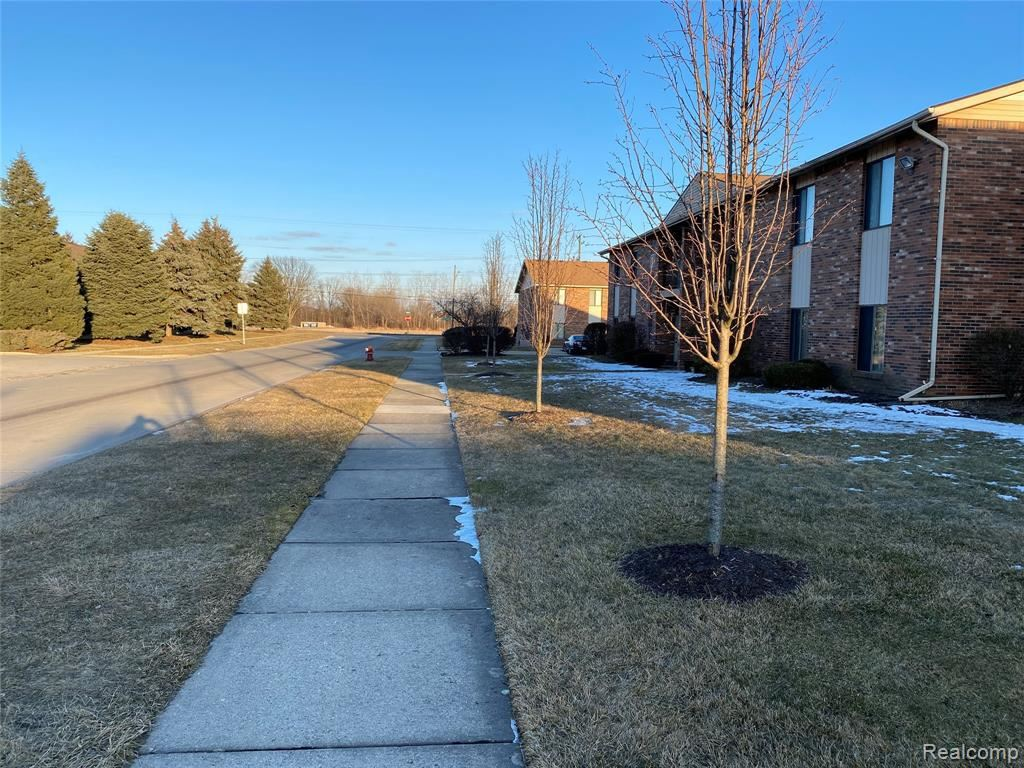 Photo of 15129 SEAGULL DR, Sterling Heights, MI 48313-2387 (MLS # 40028760)