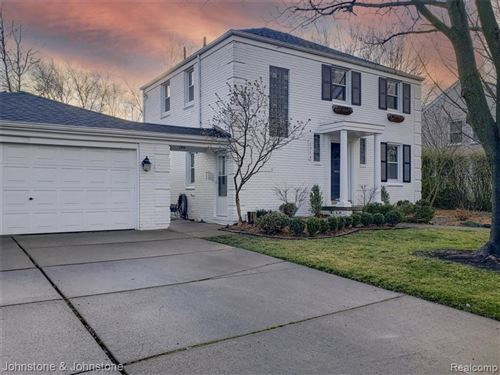 Photo of 1713 HOLLYWOOD AVE, Grosse Pointe Woods, MI 48236-1374 (MLS # 40130766)