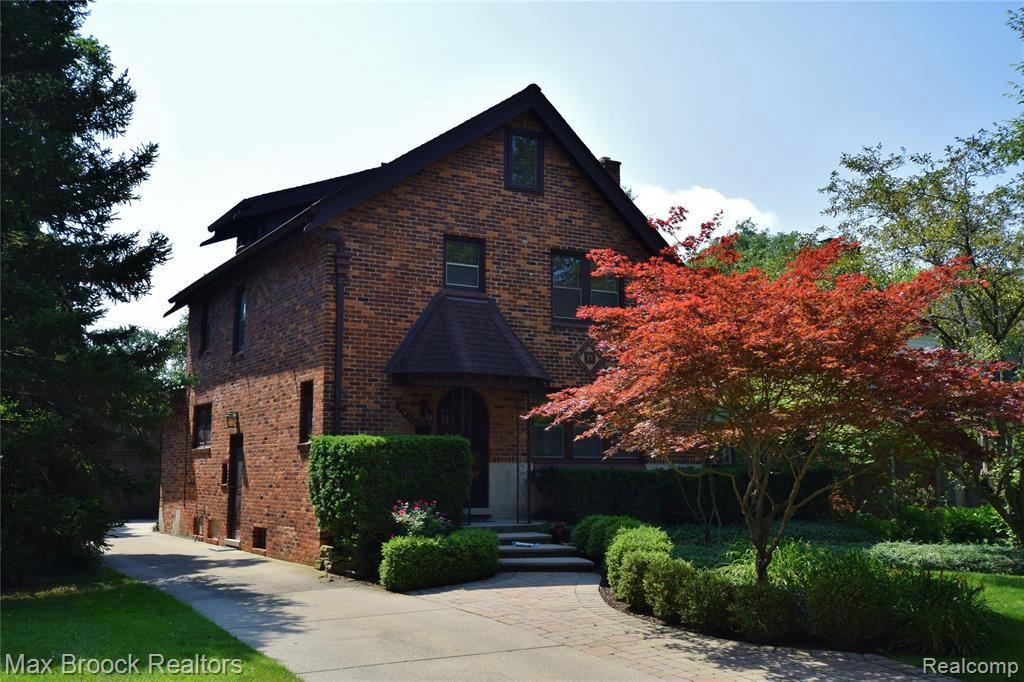 Photo for 32410 SHERIDAN DR, Beverly Hills, MI 48025-4253 (MLS # 40194766)