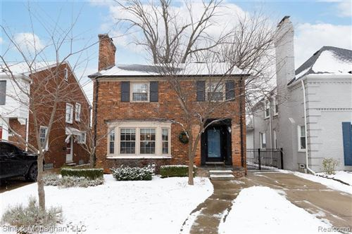 Photo of 464 MCKINLEY AVE, Grosse Pointe Farms, MI 48236-3240 (MLS # 40131773)