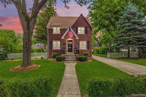 Photo of 214 FISHER RD, Grosse Pointe Farms, MI 48230-1213 (MLS # 40187782)