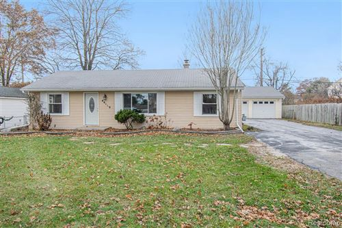 Photo of 46119 SCHIMMEL AVE, Shelby Township, MI 48317-3851 (MLS # 40005790)