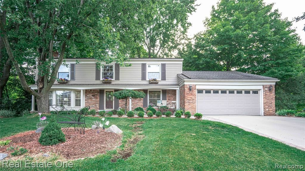 Photo for 31104 OLD STAGE RD, Beverly Hills, MI 48025-4418 (MLS # 40091791)