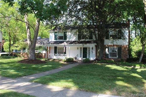 Photo of 320 N CLIFTON RD, Bloomfield Hills, MI 48301-2502 (MLS # 40103792)