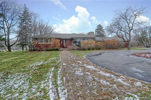 Photo of 6800 FRANKLIN RD, Bloomfield Hills, MI 48301-2928 (MLS # 40132792)