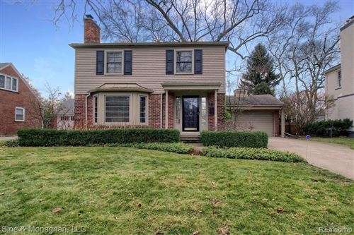 Photo of 75 HALL PL, Grosse Pointe Farms, MI 48236-3804 (MLS # 40135809)