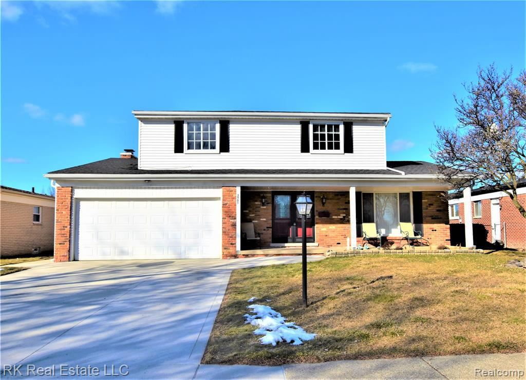 Photo of 2965 BARTON DR, Sterling Heights, MI 48310-3610 (MLS # 40028815)