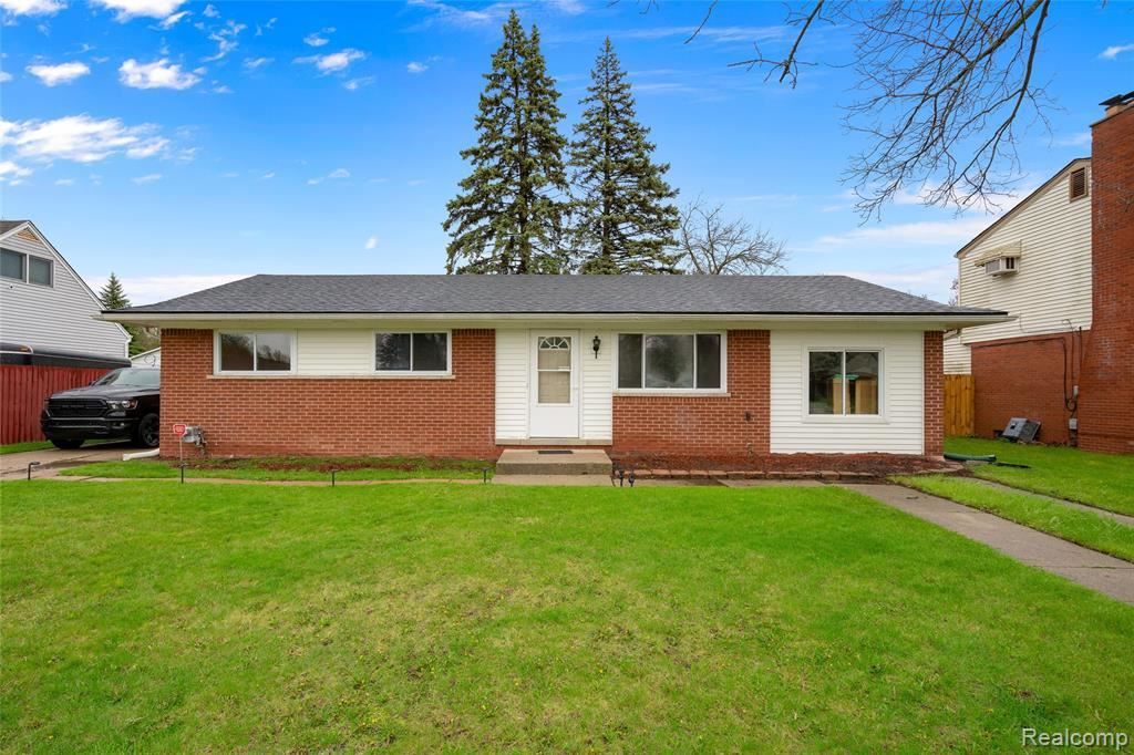 Photo of 39828 VALIANT DR, Sterling Heights, MI 48313-5175 (MLS # 40028816)