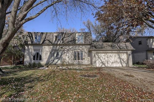 Photo of 1014 HOLLYWOOD AVE, Grosse Pointe Woods, MI 48236-1368 (MLS # 40001827)
