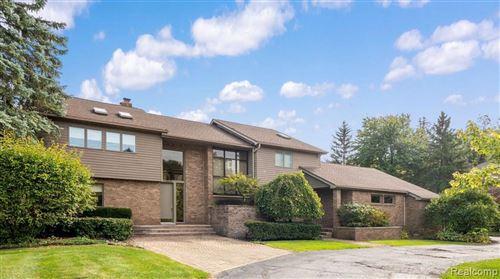 Photo of 2565 LAHSER RD, Bloomfield Hills, MI 48304-1634 (MLS # 40243836)