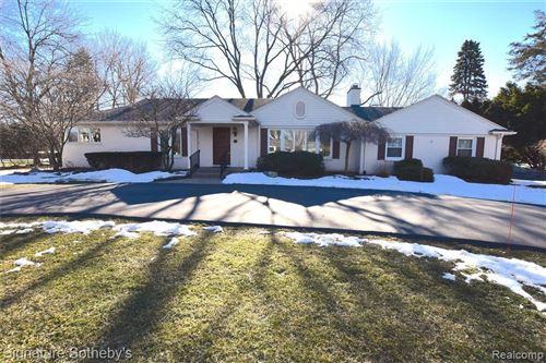Photo of 3879 CARRIAGE RD, Bloomfield Hills, MI 48301-1903 (MLS # 40147840)