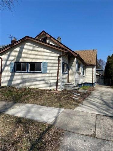 Photo of 2022 HAMPTON RD, Grosse Pointe Woods, MI 48236-1326 (MLS # 40025842)