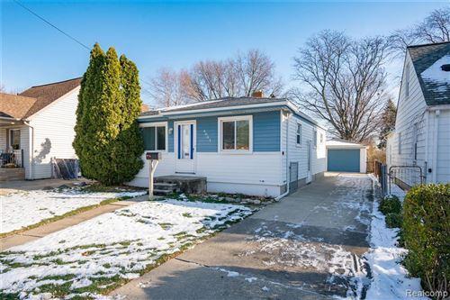 Photo of 4663 EDGEWOOD ST, Dearborn Heights, MI 48125-3229 (MLS # 40137845)