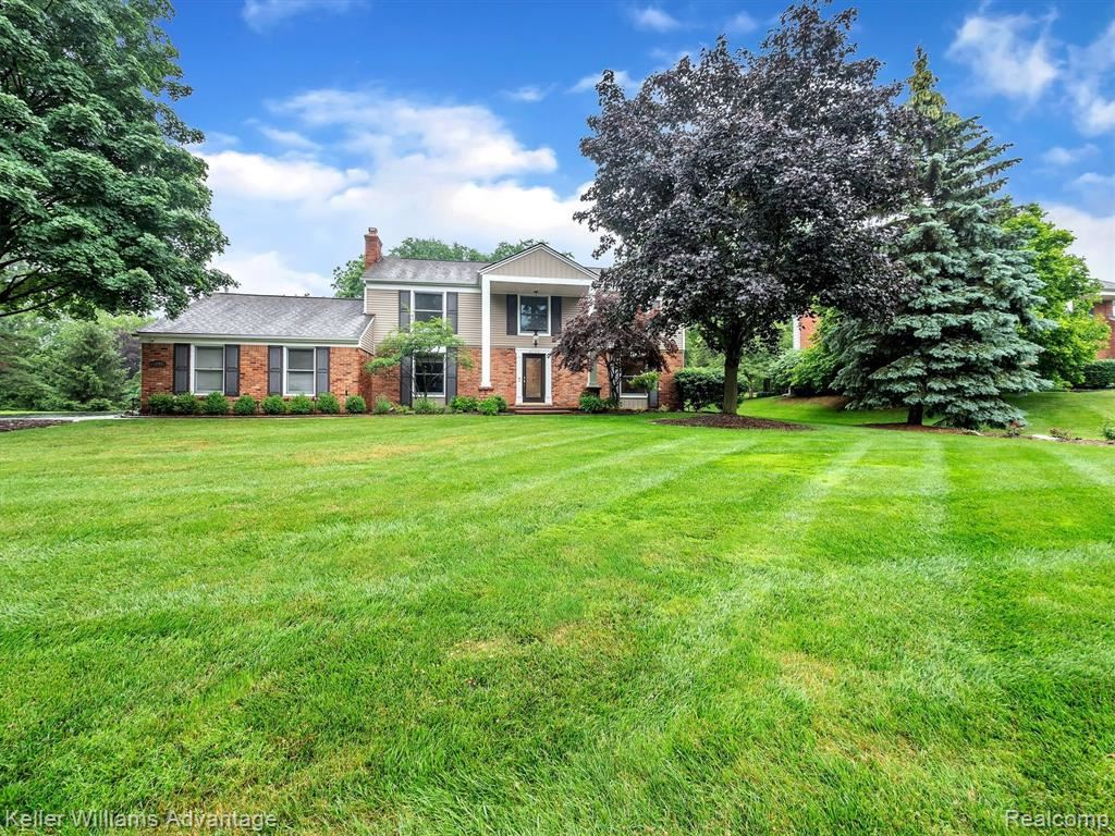 Photo for 4281 ANTIQUE LN, Bloomfield Township, MI 48302-1805 (MLS # 40197848)