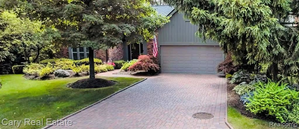 Photo for 205 NORCLIFF DR, Bloomfield Hills, MI 48302-1557 (MLS # 40134849)