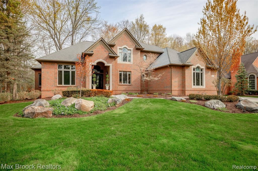 Photo for 160 TURNBERRY CRT, Beverly Hills, MI 48025-3610 (MLS # 40168851)