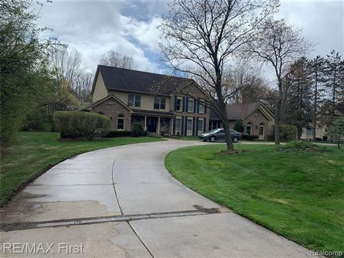 Photo of 95 W HICKORY GROVE RD, Bloomfield Hills, MI 48304-2113 (MLS # 40171857)