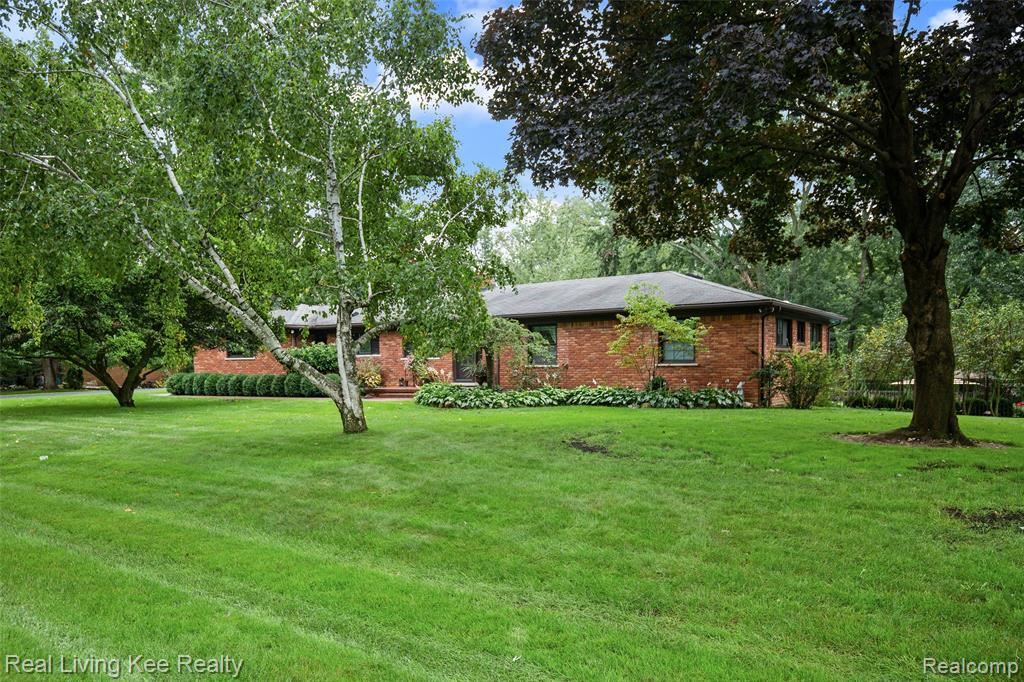 Photo for 4595 BURNLEY DR, Bloomfield Township, MI 48304-3718 (MLS # 40099857)