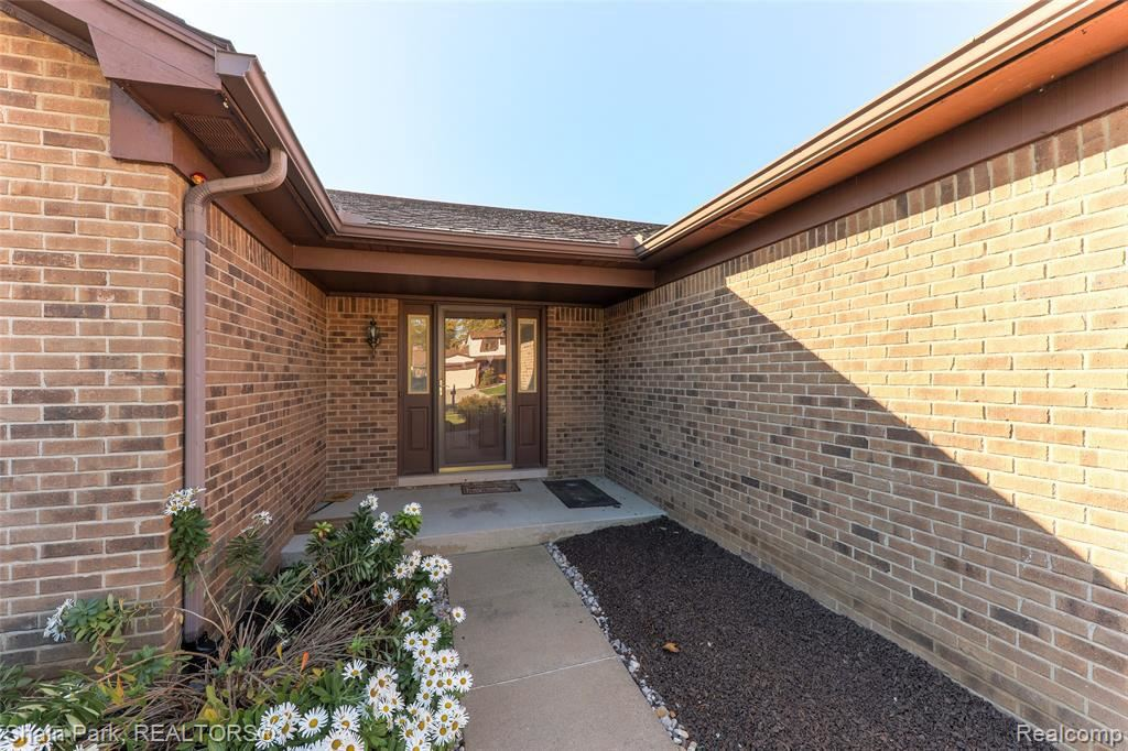 Photo of 3584 BARG DR, Sterling Heights, MI 48310-6910 (MLS # 30776867)