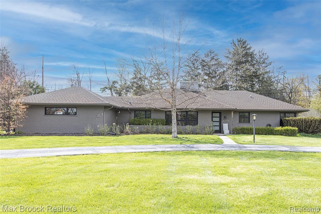 Photo for 32355 WESTLADY DR, Beverly Hills, MI 48025-2742 (MLS # 40167867)