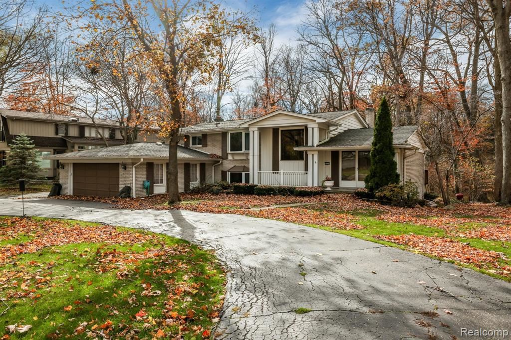 Photo for 32775 RED OAKS TRAIL, Beverly Hills, MI 48025-2557 (MLS # 40163869)