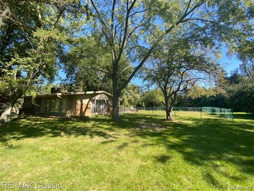 Tiny photo for 4915 INKSTER RD, Bloomfield Township, MI 48302-2246 (MLS # 40188879)