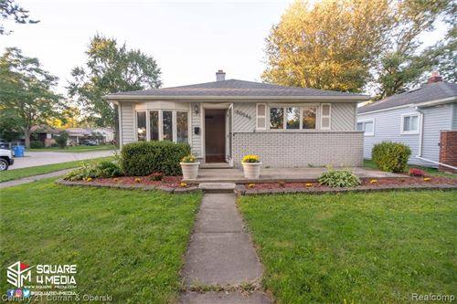 Photo of 20248 ANNAPOLIS ST, Dearborn Heights, MI 48125-3004 (MLS # 40104886)
