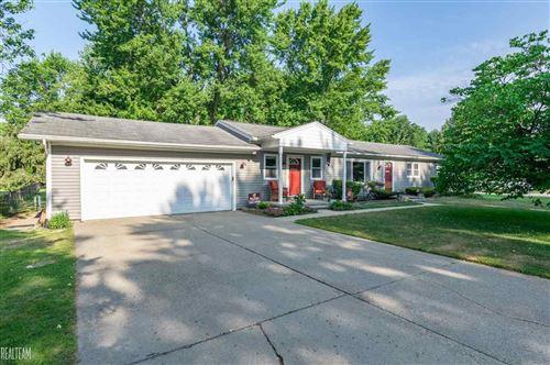 Photo of 50251 Cedargrove, Shelby Township, MI 48317 (MLS # 50016888)