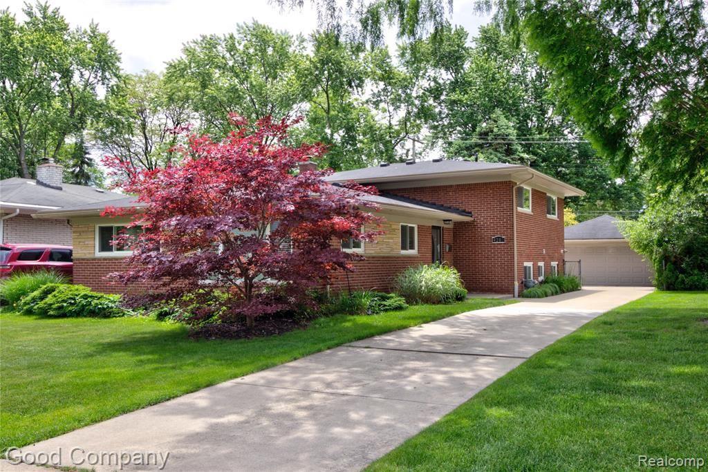 Photo for 4203 S FULTON PL, Royal Oak, MI 48073-6359 (MLS # 40184891)