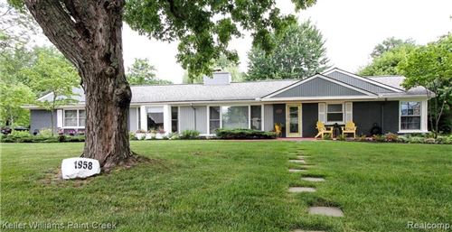 Photo of 1958 LONG POINTE DR, Bloomfield Hills, MI 48302-0745 (MLS # 40201906)