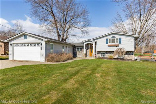 Photo of 840 BEACHWAY CRT, White Lake, MI 48383-2901 (MLS # 40047910)
