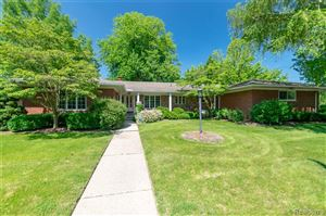 Photo of 622 FAIRFORD RD, Grosse Pointe Woods, MI 48236-2412 (MLS # 21621913)