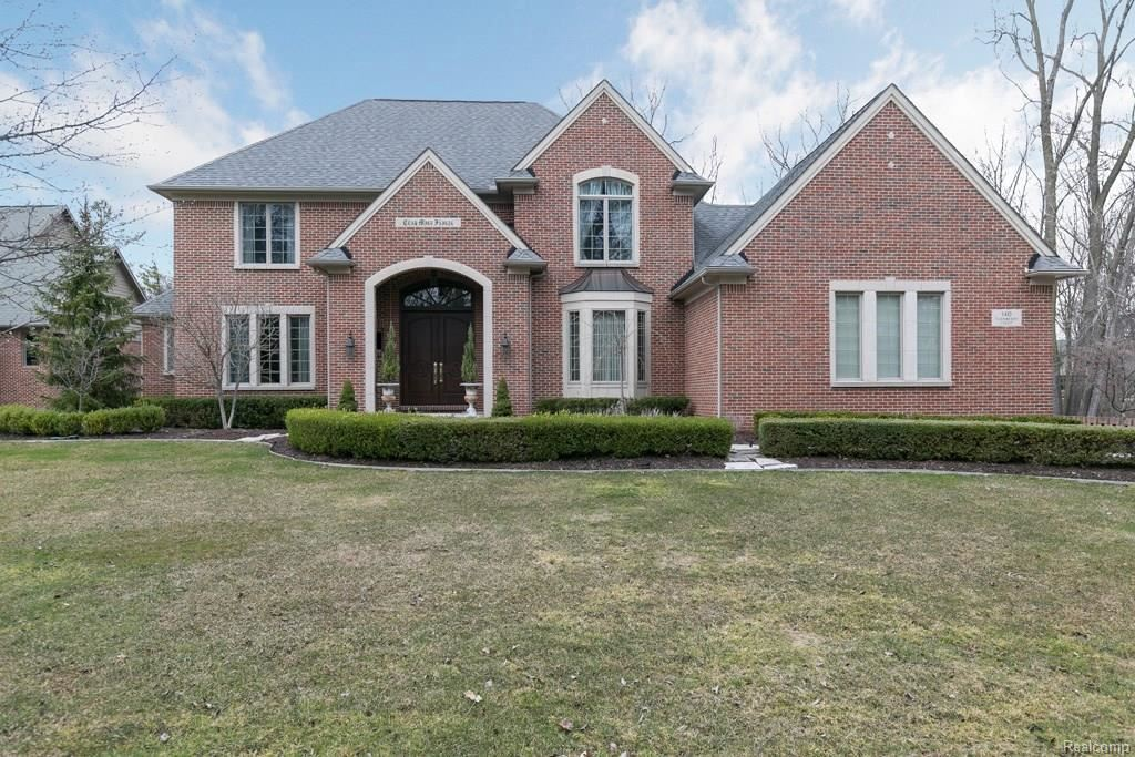 Photo for 140 TURNBERRY CRT, Beverly Hills, MI 48025-3610 (MLS # 21560913)
